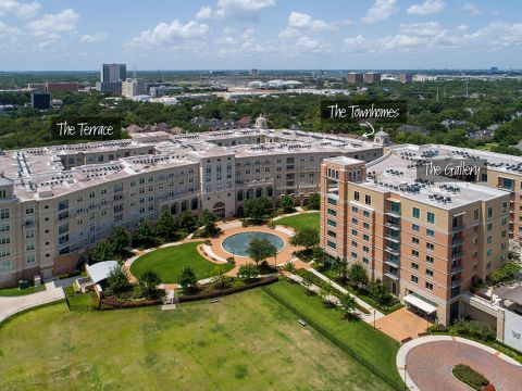 Camden Highland Village Apartments and Townhomes in Houston, TX