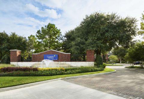 Entrance to Camden Holly Springs Apartments in Houston, Texas
