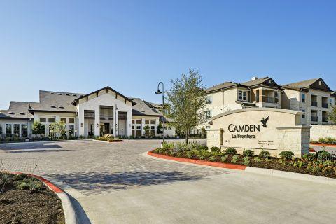 Entrance to Camden La Frontera Apartments in Round Rock, TX