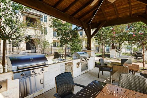 Outdoor Grill Areas at Camden La Frontera Apartments in Round Rock, TX