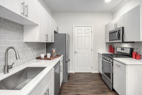 Kitchen at Camden Lansdowne Apartments in Lansdowne, VA