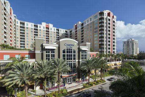 Exterior of Building at Camden Las Olas Apartments in Fort Lauderdale, FL