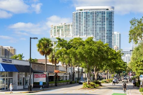 Las Olas Boulevard at Camden Las Olas Apartments in Fort Lauderdale,