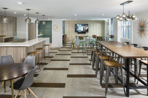 Resident Lounge at Camden Las Olas Apartments in Fort Lauderdale, FL