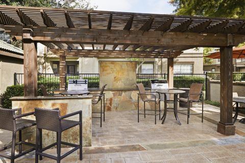 Grilling Station and Outdoor Resident Lounge at Camden Legacy Park Apartments in Plano, TX