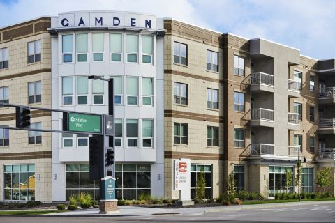 Exterior View at Camden Lincoln Station Apartments in Lone Tree, CO