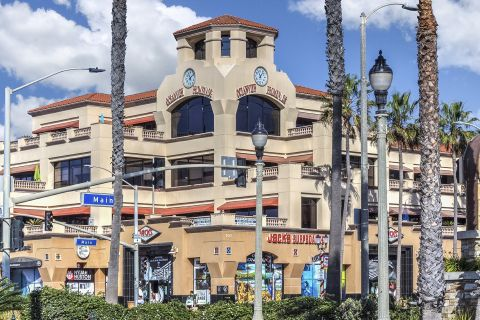 Shopping, Dining and Entertainment in Huntington Beach near Camden Martinique Apartments in Costa Mesa, CA