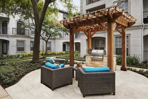 Outdoor Grilling Area at Camden Midtown Houston Apartments in Houston, TX