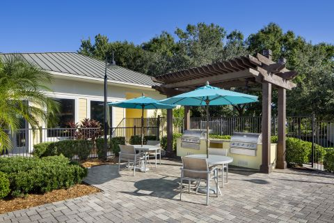 Pool and Grills at Camden Montague Apartments in Tampa, FL