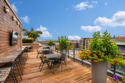 Outdoor Rooftop Lounge at Camden NoMa Apartments in Washington, DC