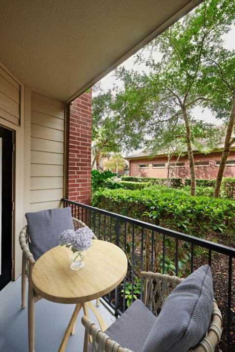Patio at Camden Oak Crest Apartments in Houston, TX