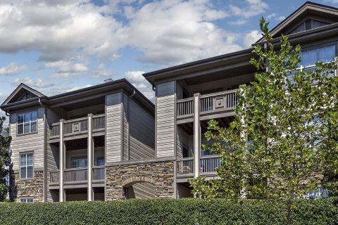 Balconies at Camden Overlook Apartments in Raleigh, NC