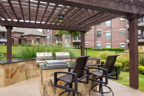 Outdoor lounge with grills at Camden Panther Creek Apartments in Frisco, TX