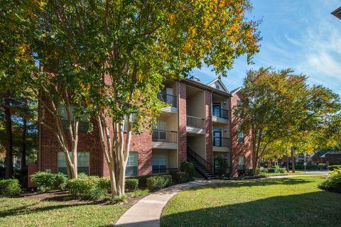 Courtyard at Camden Park Apartments in Houston, TX
