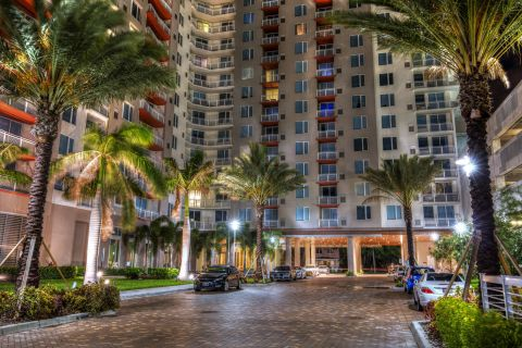 Exterior Entrance at Sunset at Camden Pier District Apartments in St. Petersburg, FL