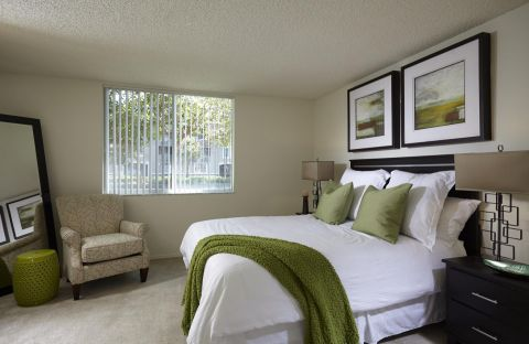 Bedroom at Camden Plantation Apartments in Plantation, FL