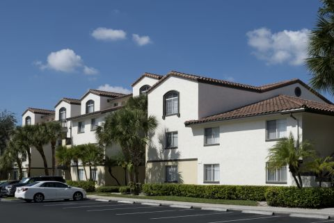Exterior of Building at Camden Portofino Apartments in Pembroke Pines, FL