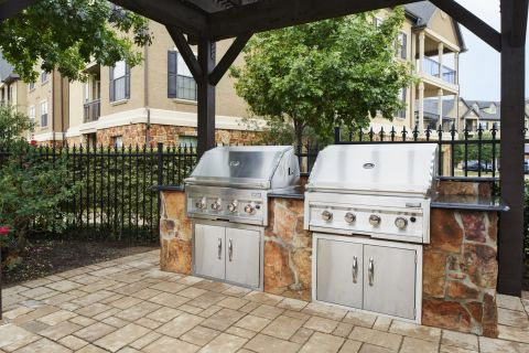 Poolside Grilling Station at Camden Riverwalk Apartments in Grapevine, TX