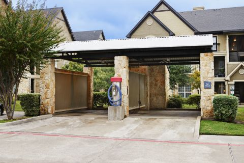 Car Washing Station at Camden Riverwalk Apartments in Grapevine, TX