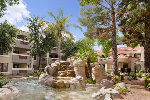 Swimming Pool Water Feature and Grills at Camden San Paloma Apartments in Scottsdale, AZ