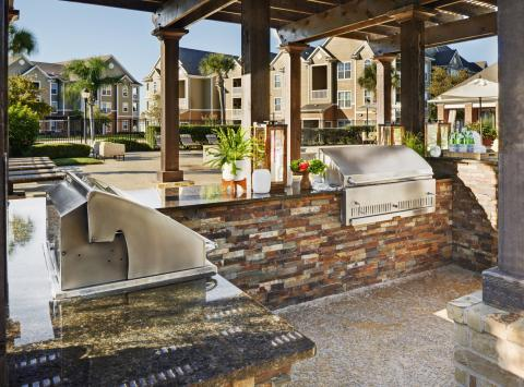 Outdoor Dining Area with Grills at Camden South Bay Apartments in Corpus Christi, TX