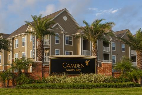Monument Sign at Camden South Bay Apartments in Corpus Christi, TX