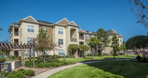 Exterior of Building at Camden Spring Creek Apartments in Spring and The Woodlands, TX