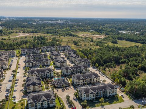 Live with Direct Access to I-45 in Spring and The Woodlands at Camden Spring Creek Apartments in Spring and The Woodlands, TX