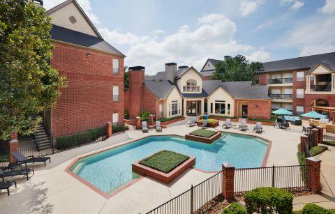 Swimming Pool at Camden Stonebridge Apartments in Houston, TX