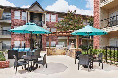 Grill Area at Camden Stonebridge Apartments in Houston, TX
