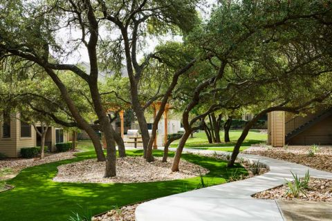 Courtyard at Camden Stoneleigh Apartments in Austin, TX