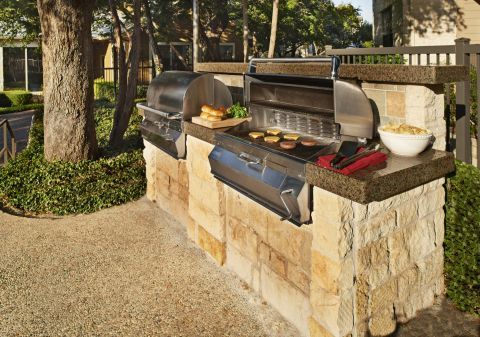 Outdoor Grill Area at Camden Stoneleigh Apartments in Austin, TX