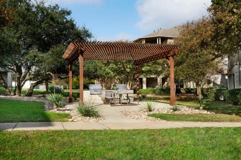 Courtyard and outdoor space at Camden Stoneleigh Apartments in Austin, TX