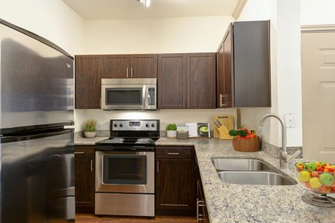 Kitchen with granite countertops at Camden Stoneleigh Apartments in Austin, TX