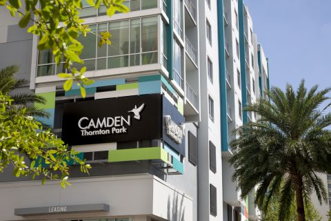 Exterior apartments and signage at Camden Thornton Park Apartments in Orlando, FL