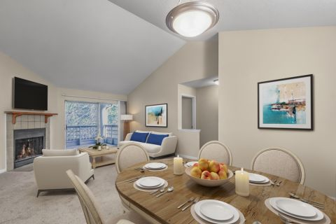 Dining Area at Camden Touchstone Apartments in Charlotte, NC