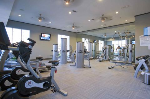 Fitness Center at Camden Travis Street Apartments in Houston, TX