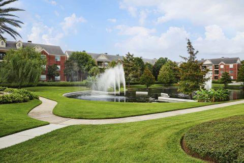 Walking trails with fountain pond views at Camden Vanderbilt Apartments