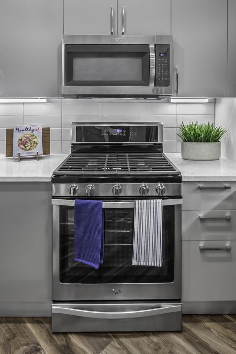 Kitchen with Stainless Steel Appliances at Camden Washingtonian Apartments in Gaithersburg, MD