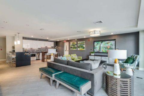 Resident Lounge at Camden Washingtonian Apartments in Gaithersburg, MD