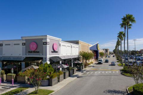 Neighborhood Fresh Kitchen near Camden Waterford Lakes Apartments in Orlando Florida