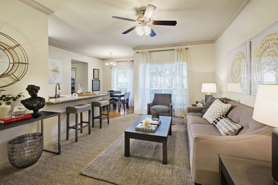 Apartments for rent in corpus christi tx camden breakers for Living room with 9 foot ceilings