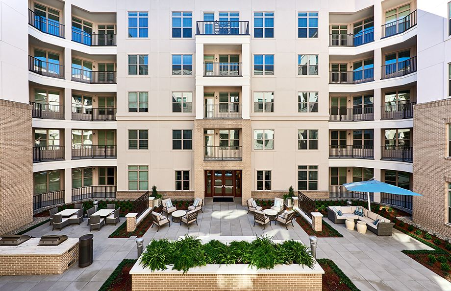 Outdoor Courtyard at Camden Carolinian in Raleigh North Carolina