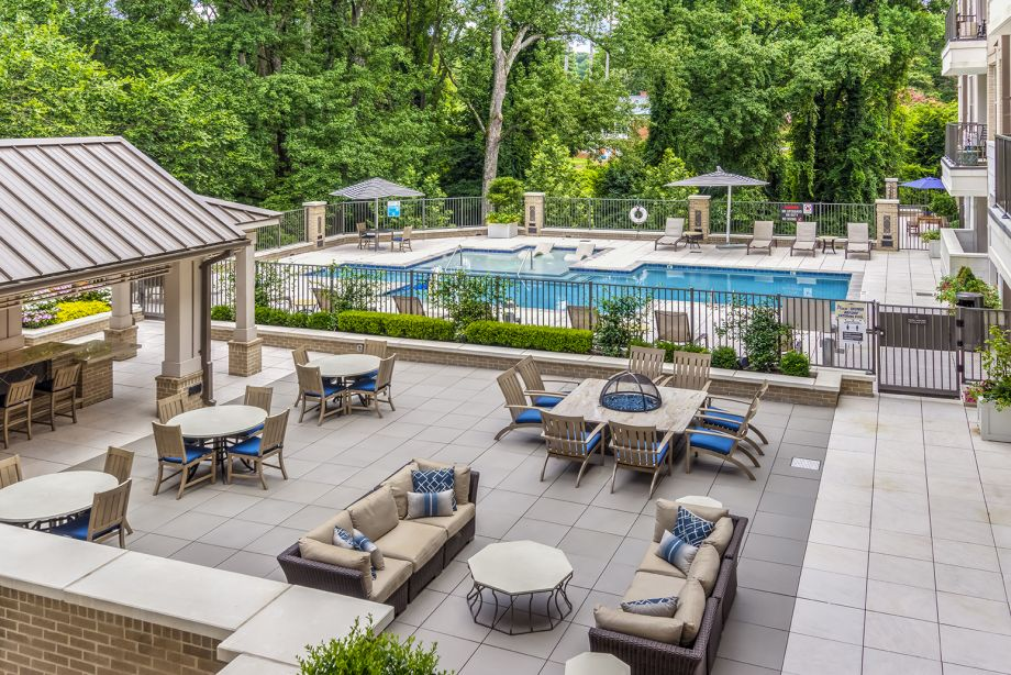 Pool and outdoor courtyard at Camden Carolinian in Raleigh North Carolina