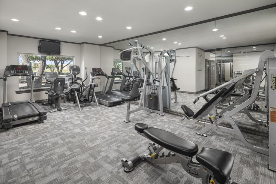 Fitness Center at Camden Cimarron Apartments in Irving, TX