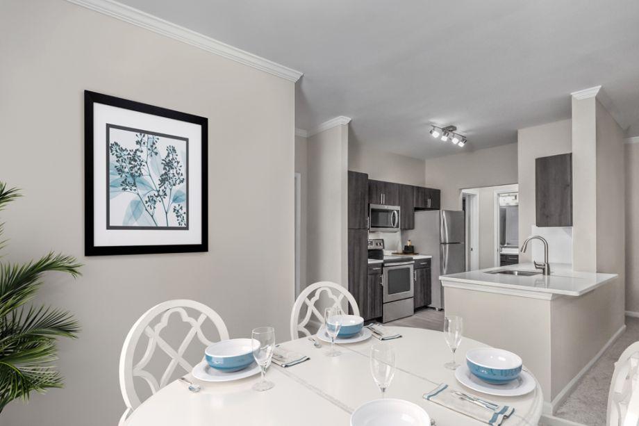 Dining Area at Camden Creekstone Apartments in Atlanta, GA