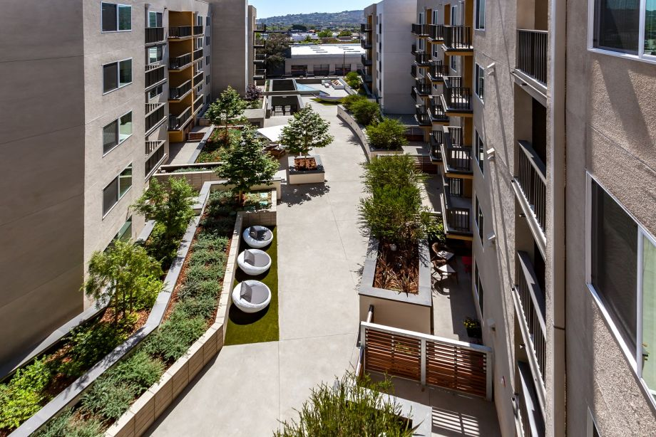 Outdoor Lounge Areas at Camden Glendale Apartments in Glendale, CA