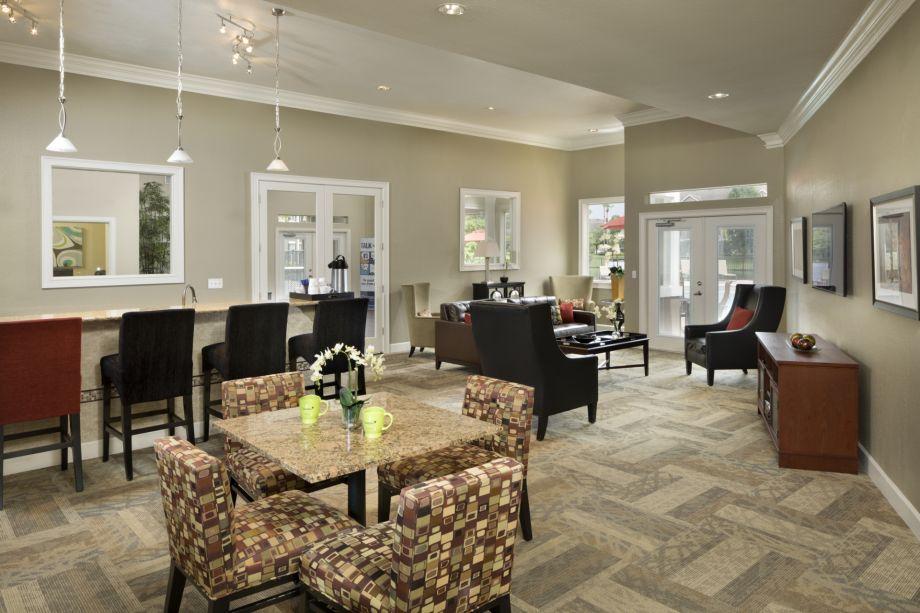 Resident Lounge at Camden Lee Vista Apartments in Orlando, FL