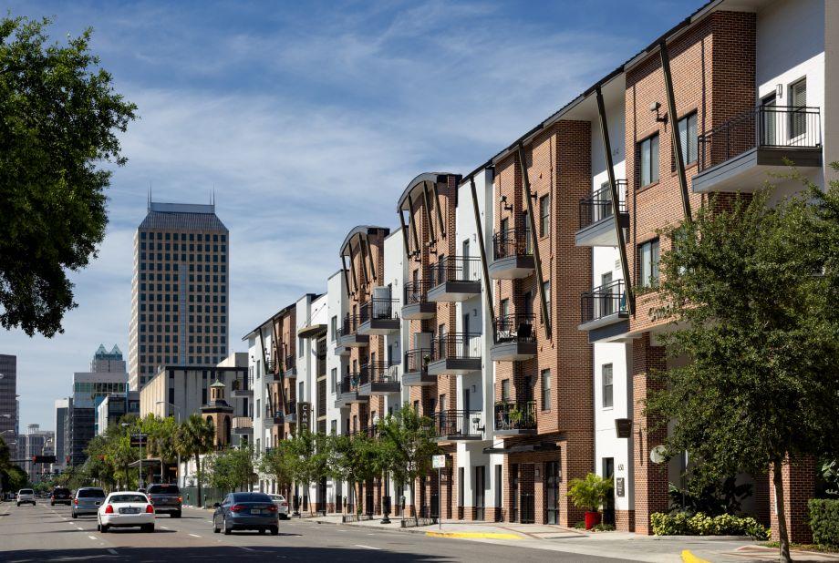 Apartments at Camden Orange Court Apartments in Orlando, FL