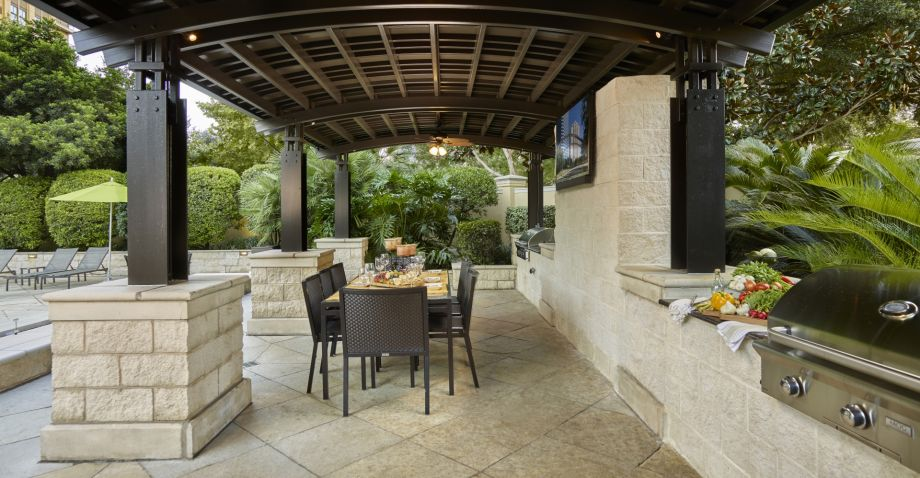 Resort-style Pool with Outdoor Grills and Dining Area at Camden Post Oak Apartments in Houston, TX